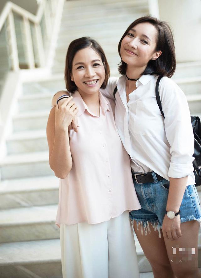 """Chân dung những bà mẹ kế """"vàng mười của showbiz Việt - Ảnh 5."""