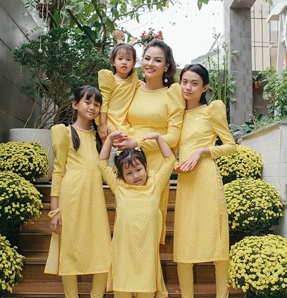 """Chân dung những bà mẹ kế """"vàng mười của showbiz Việt - Ảnh 4."""
