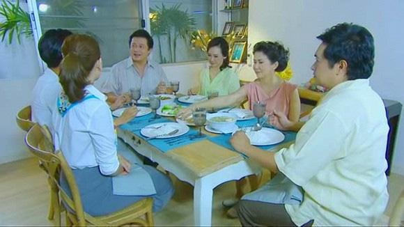 Đang ăn cơm, mẹ tôi tuyên bố một câu khiến bố giật mình đánh rơi bát còn anh em chúng tôi thì nhìn nhau kinh ngạc - Ảnh 1.