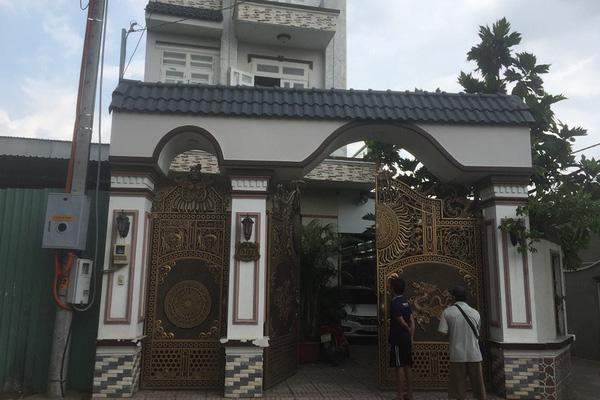 Kẻ sát hại cha nuôi trong căn biệt thự ở vùng ven Sài Gòn khai gì? - Ảnh 1.