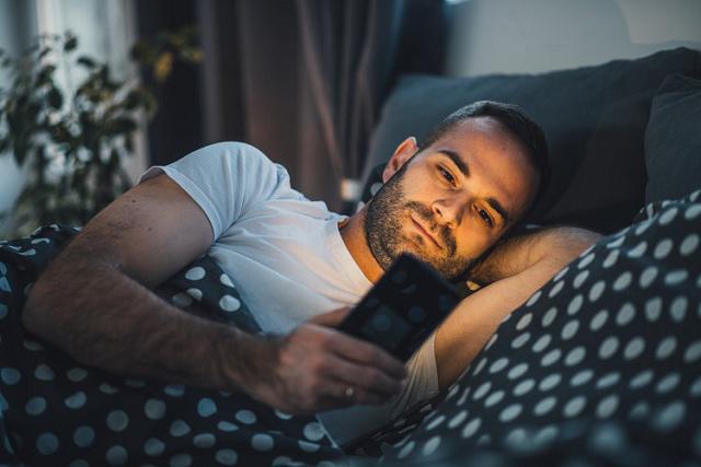 Bị đột quỵ mắt do xem Diên Hi công lược liên tục 7 ngày, chuyên gia chỉ rõ những nguy hiểm khi dùng điện thoại vào ban đêm - Ảnh 3.
