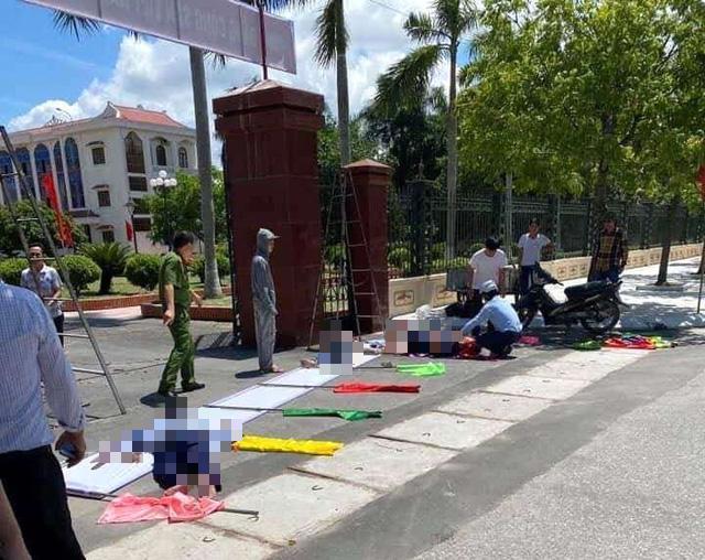 Vụ 3 người thương vong khi đang treo pano ở Hải Dương: Cách ứng xử lạ của Bí thư và Chủ tịch UBND huyện Gia Lộc - Ảnh 2.