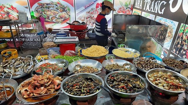 Hàng ốc xào bậc nhất Sài Gòn: Suốt 2 đời chỉ bán 1 món - Ảnh 3.