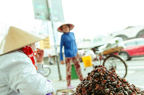Hàng ốc xào bậc nhất Sài Gòn: Suốt 2 đời chỉ bán 1 món - Ảnh 7.