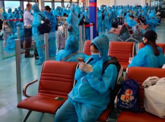 Bệnh nhân phi công bước đi được, số người mắc COVID-19 ở Việt Nam lên 352 - Ảnh 2.