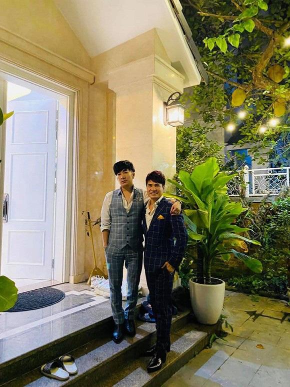 Thăm biệt thự 20 tỷ ở Hà Nội của nam ca sĩ thích sưu tầm sổ đỏ và sở hữu hàng chục căn nhà khác ở Sài Gòn - Ảnh 2.