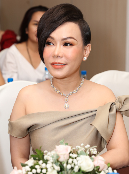 Tuổi 44, vì hoàn cảnh nên phải yêu xa, danh hài Việt Hương tin chồng tuyệt đối - Ảnh 1.