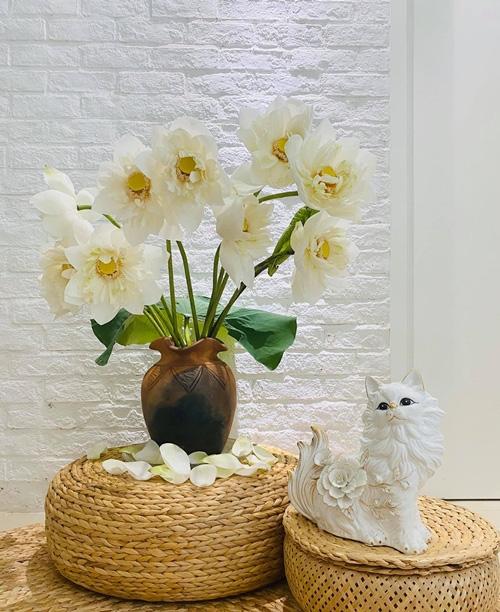 Căn hộ ngập sắc hoa của Ngọc Diễm - Ảnh 6.