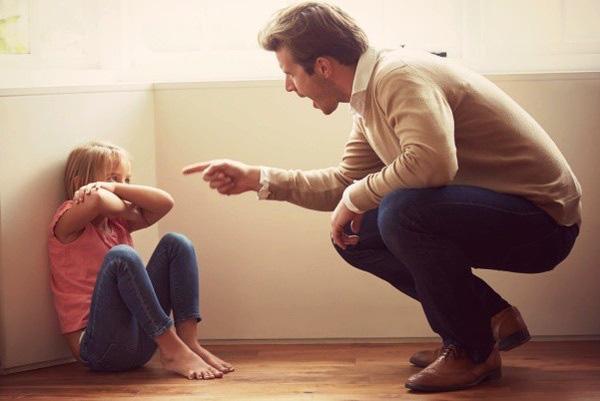 Bỏ ngay 7 sai lầm khi nuôi dạy con này đi nếu không muốn hủy hoại tương lai của con - Ảnh 2.