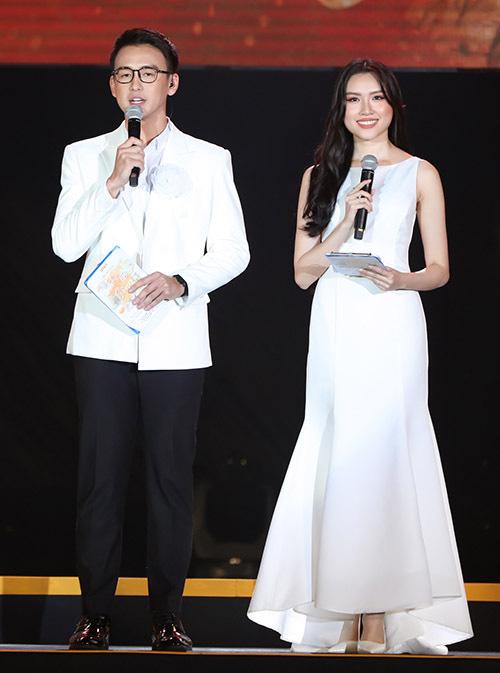 Hồ Quỳnh Hương trở lại sân khấu sau thời gian dài vắng bóng, biểu diễn thăng hoa - Ảnh 12.