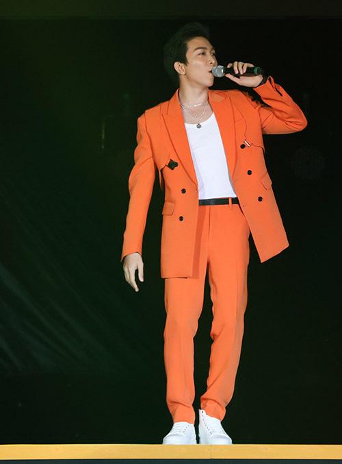 Hồ Quỳnh Hương trở lại sân khấu sau thời gian dài vắng bóng, biểu diễn thăng hoa - Ảnh 9.