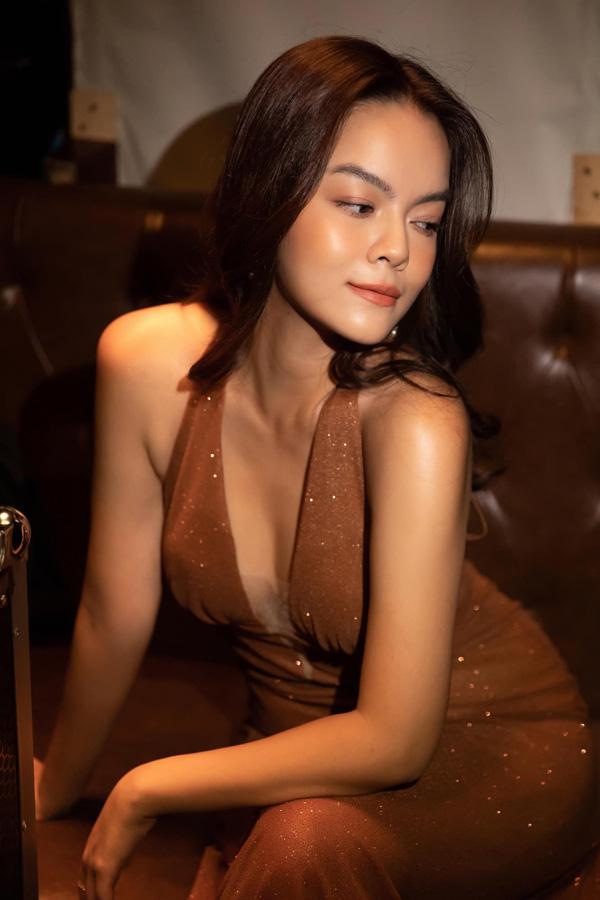 Đời tư trái ngược của 3 nữ ca sĩ tên Quỳnh Anh: Người hôn nhân lận đận, người bí ẩn chuyện chồng con - Ảnh 1.
