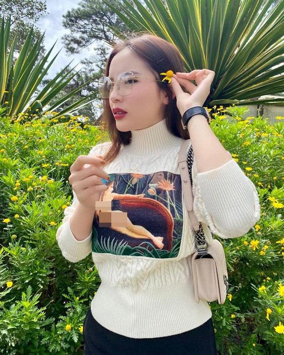 Trang phục gây nhức mắt của Hoa hậu Kỳ Duyên: Hết xuyên thấu lộ nội y đến hình in nhạy cảm - Ảnh 5.