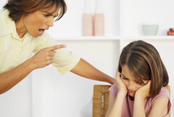 Con cảm thấy như mình là người thất bại, không buồn cố gắng, thiếu tự tin vì bố mẹ cứ thản nhiên những điều này - Ảnh 1.