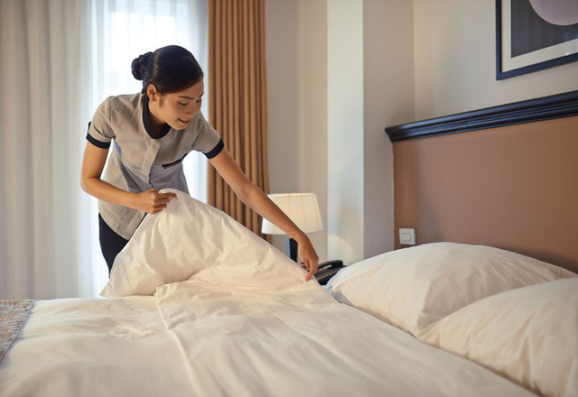 Bạn đừng bao giờ gấp chăn gối trước khi rời khách sạn, lý do mà các nhân viên dọn phòng chia sẻ sẽ khiến bạn bất ngờ - Ảnh 3.