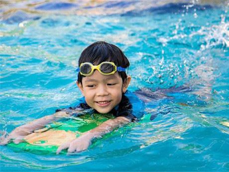 Trẻ sẽ tăng vọt chiều cao trong ngày hè nếu được quan tâm đến các yếu tố vô cùng quan trọng mà ít người để ý này - Ảnh 2.