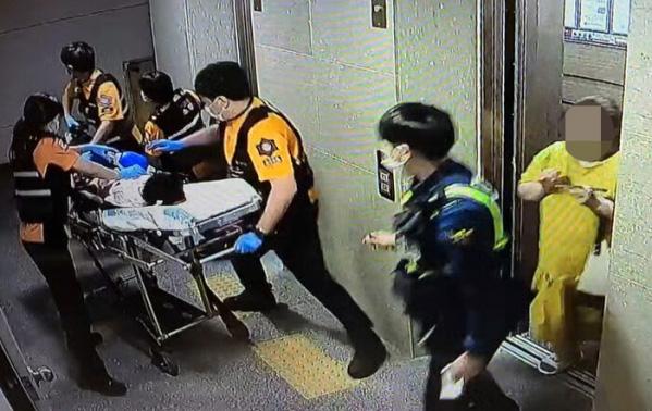 Mẹ kế nhốt con gái riêng của chồng trong vali suốt 7 tiếng khiến đứa trẻ tử vong, tỏ thái độ thản nhiên khi nạn nhân được đưa đi cấp cứu - Ảnh 3.