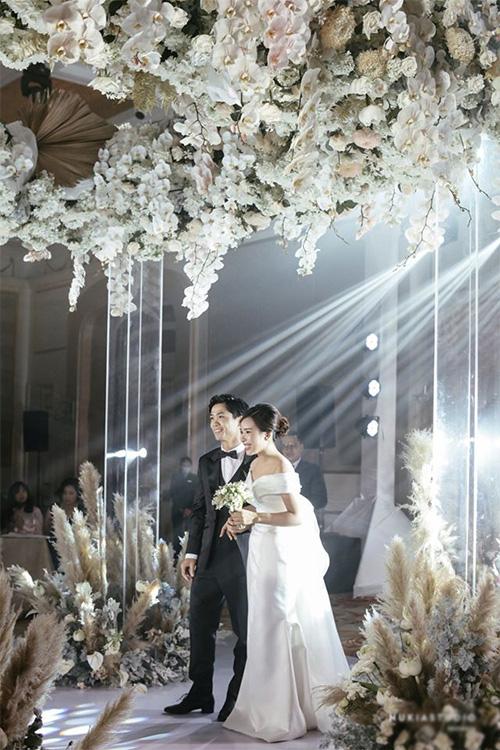 Công Phượng và vợ cười, khóc trong lễ đính hôn - Ảnh 2.