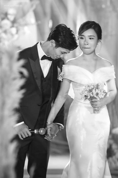 Công Phượng và vợ cười, khóc trong lễ đính hôn - Ảnh 4.