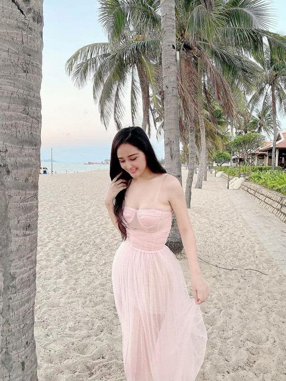 Từng bị stress vì bụng mỡ nay Mai Phương Thúy khiến fans xốn xang vì vòng eo bé tí - Ảnh 9.