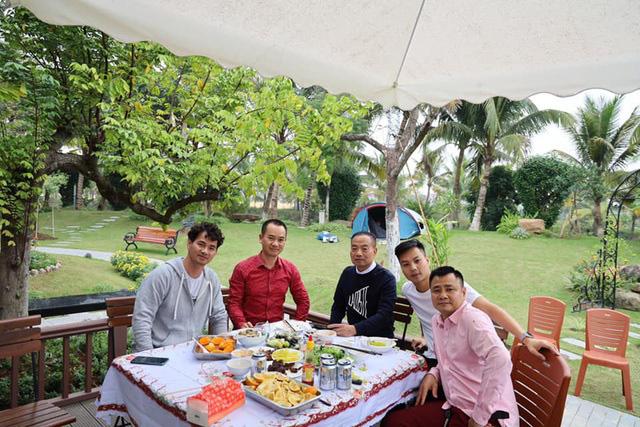 Sân vườn trong biệt thự bạc tỷ của 3 nam diễn viên nổi tiếng nhất nhì showbiz Việt, ai nhìn cũng phải ngưỡng mộ - Ảnh 4.