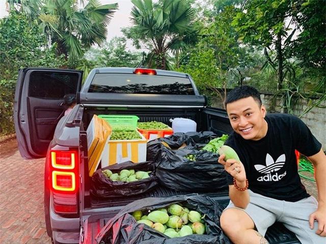 Sân vườn trong biệt thự bạc tỷ của 3 nam diễn viên nổi tiếng nhất nhì showbiz Việt, ai nhìn cũng phải ngưỡng mộ - Ảnh 18.