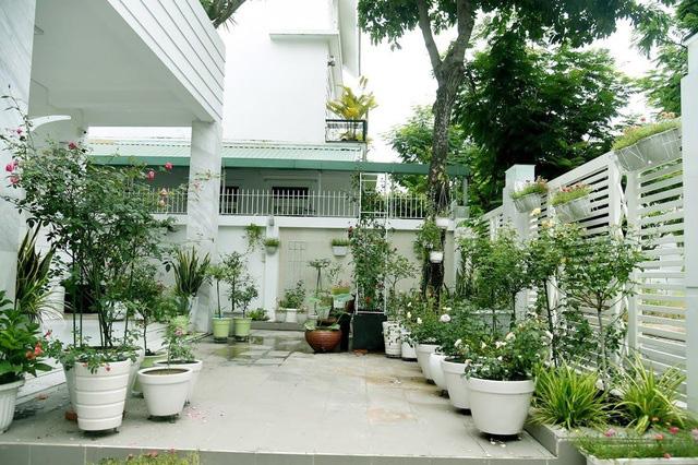 Sân vườn trong biệt thự bạc tỷ của 3 nam diễn viên nổi tiếng nhất nhì showbiz Việt, ai nhìn cũng phải ngưỡng mộ - Ảnh 21.