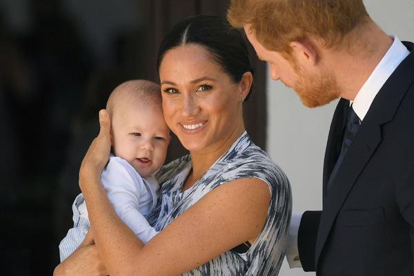 Dấu hiệu tâm lý bất thường của con trai Meghan Markle khiến dư luận tức giận so sánh cựu Công nương với mẹ chồng Diana - Ảnh 1.