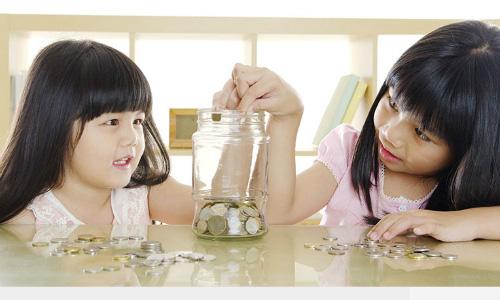 Con tương lai nghèo đói chỉ vì thói quen chi tiêu của cha mẹ hiện tại - Ảnh 1.