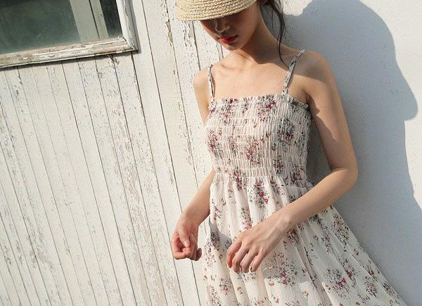Kiểu váy liền được Hà Hồ ưu ái, mặc đi du lịch biển vừa đẹp lại khỏi lo đen da - Ảnh 12.