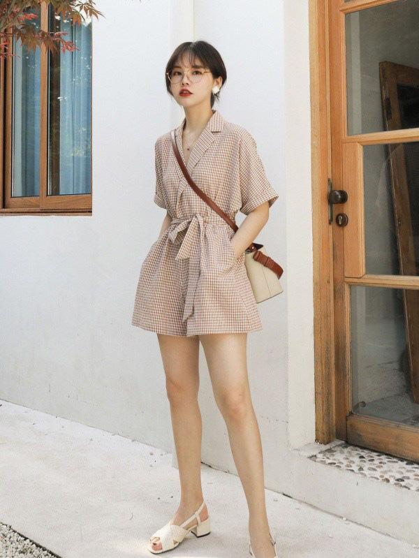 Kiểu váy liền được Hà Hồ ưu ái, mặc đi du lịch biển vừa đẹp lại khỏi lo đen da - Ảnh 15.