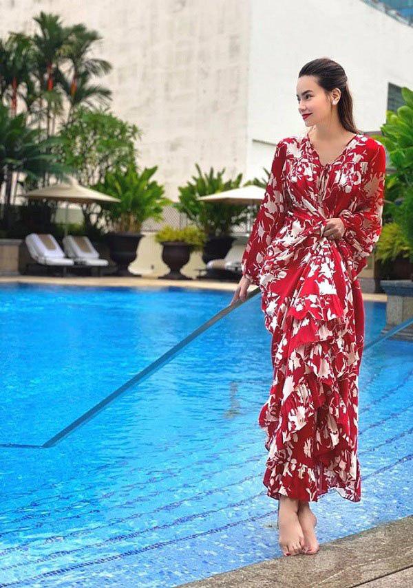 Kiểu váy liền được Hà Hồ ưu ái, mặc đi du lịch biển vừa đẹp lại khỏi lo đen da - Ảnh 4.