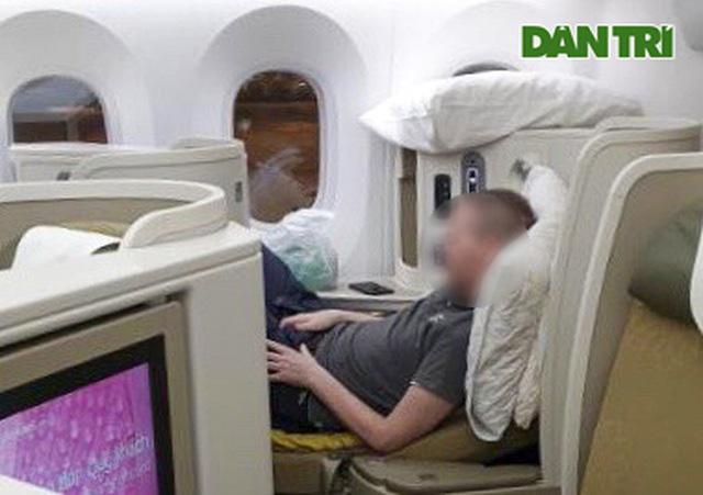 Chùm ảnh độc quyền phi công người Anh trên chuyến bay rời Việt Nam về nước - Ảnh 5.