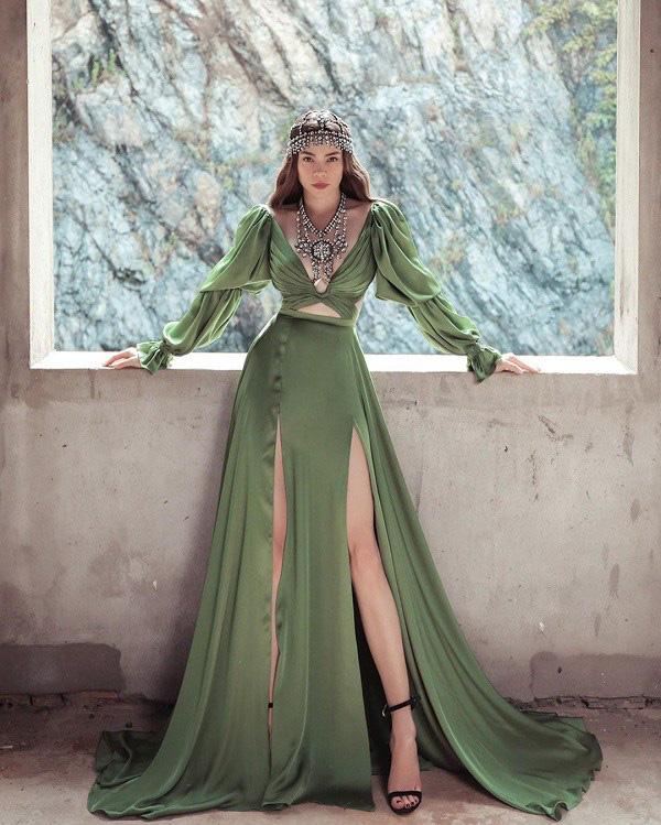 Kiểu váy liền được Hà Hồ ưu ái, mặc đi du lịch biển vừa đẹp lại khỏi lo đen da - Ảnh 6.