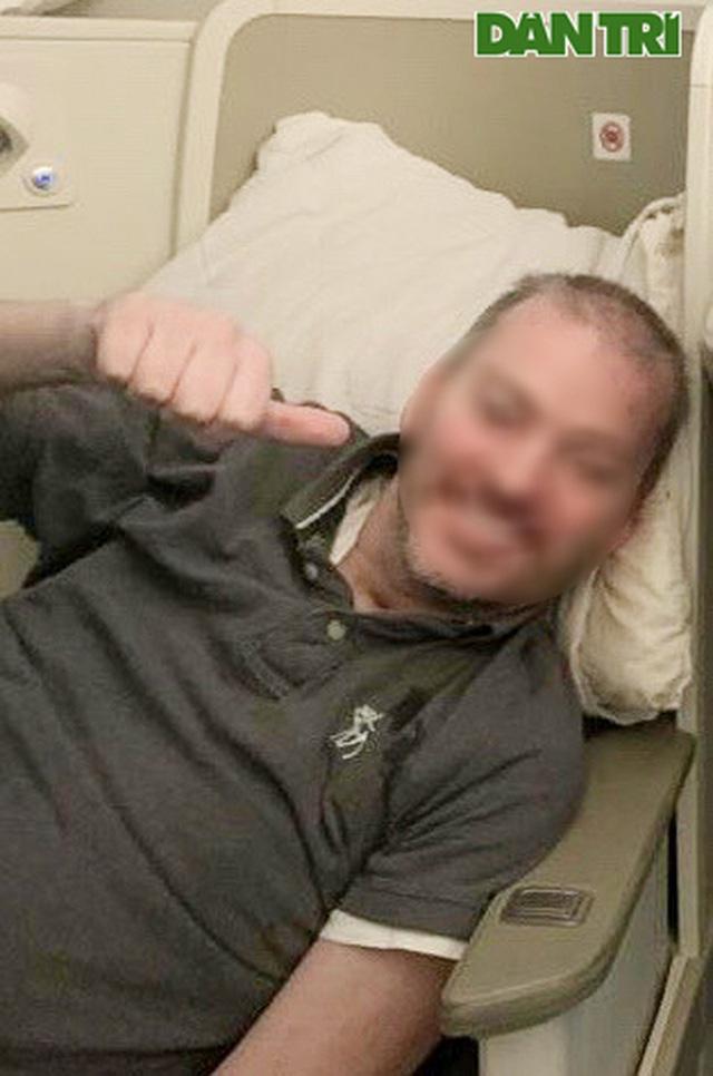 Chùm ảnh độc quyền phi công người Anh trên chuyến bay rời Việt Nam về nước - Ảnh 7.