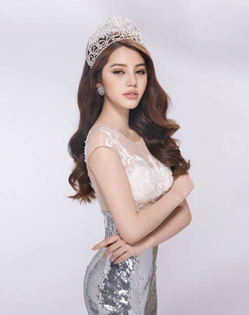 Bộ sưu tập đồ hiệu khủng của hoa hậu richkid Jolie Nguyễn, món đắt nhất là 300 triệu đồng khiến fan mắt tròn mắt dẹt - Ảnh 3.