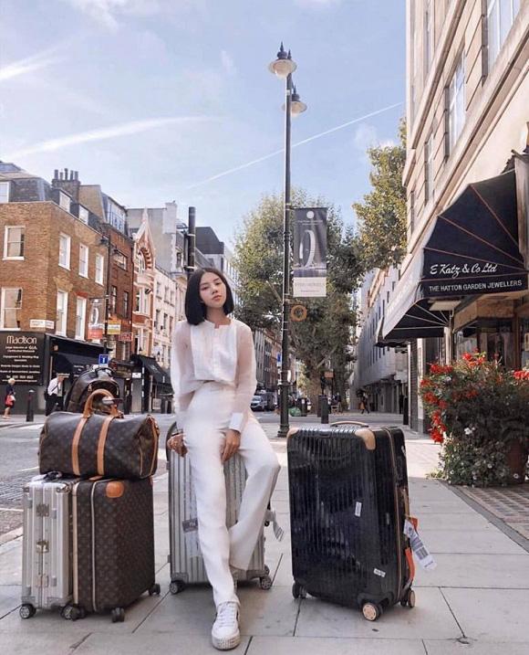 Bộ sưu tập đồ hiệu khủng của hoa hậu richkid Jolie Nguyễn, món đắt nhất là 300 triệu đồng khiến fan mắt tròn mắt dẹt - Ảnh 17.