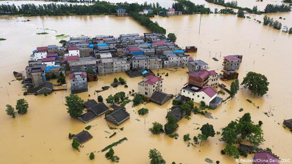 Lũ lụt tang thương ở Trung Quốc: 141 gười chết, di sản cầu cổ 800 năm tuổi bị phá hủy - Ảnh 5.