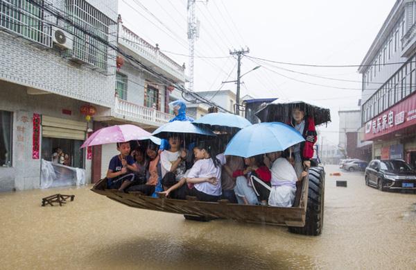 Lũ lụt tang thương ở Trung Quốc: 141 gười chết, di sản cầu cổ 800 năm tuổi bị phá hủy - Ảnh 9.