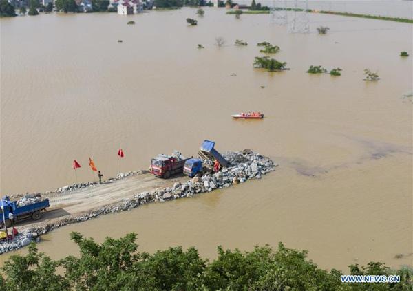 Lũ lụt tang thương ở Trung Quốc: 141 gười chết, di sản cầu cổ 800 năm tuổi bị phá hủy - Ảnh 6.