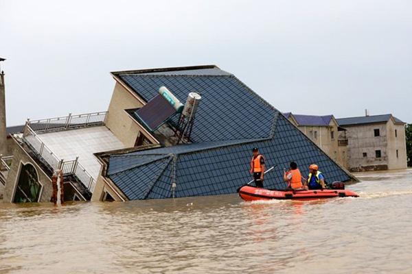 Lũ lụt tang thương ở Trung Quốc: 141 gười chết, di sản cầu cổ 800 năm tuổi bị phá hủy - Ảnh 4.