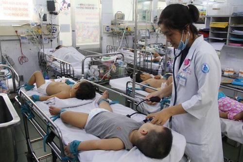 Gần 11.000 trường hợp mắc tay chân miệng, Bộ Y tế gửi công văn khẩn tăng cường công tác phòng chống - Ảnh 2.
