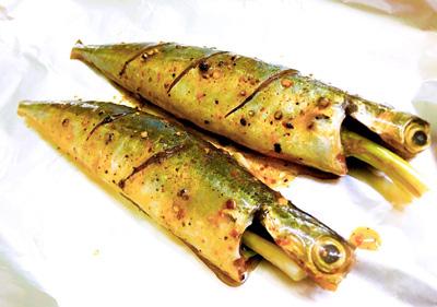 Cá nục nướng măng - Ảnh 2.