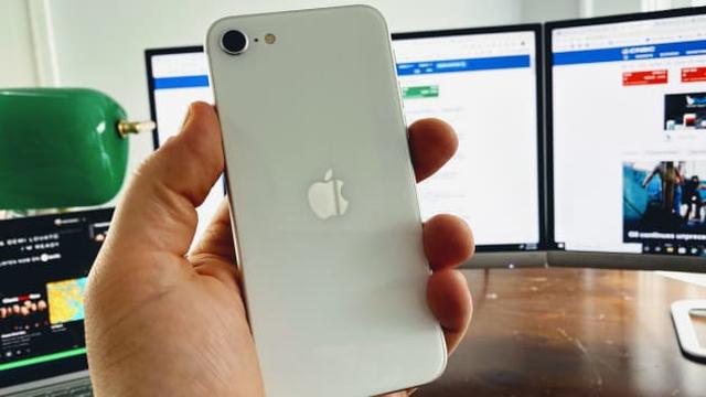 iPhone chạy chậm, nhanh hết pin, phải làm gì? - Ảnh 1.