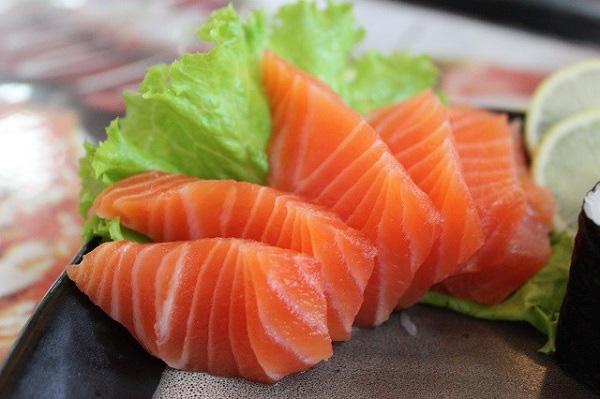 Cá hồi cực tốt mà lại sợ ăn vì tanh, ngâm với thứ nước này đảm bảo mùi tanh mấy cũng biến mất mà vẫn giữ nguyên chất bổ - Ảnh 5.