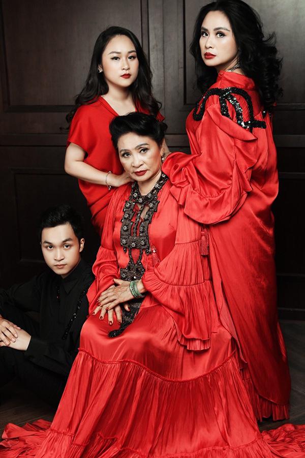Loạt ảnh hạnh phúc của ba thế hệ nhà Thanh Lam - Ảnh 2.