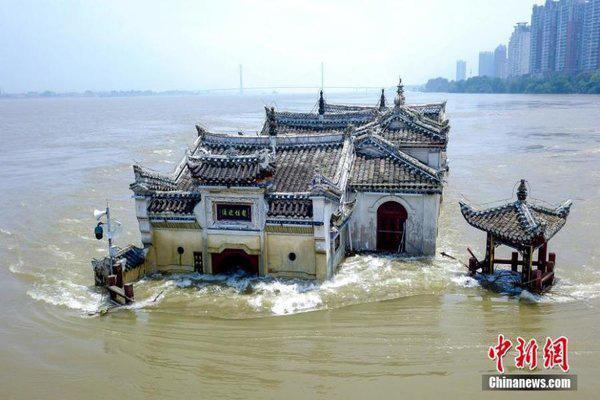 Hình ảnh lũ lụt tồi tệ tại Trung Quốc: Di sản bị nhấn chìm, đập lớn nhất thế giới đứng trước nguy cơ vượt giới hạn - Ảnh 2.