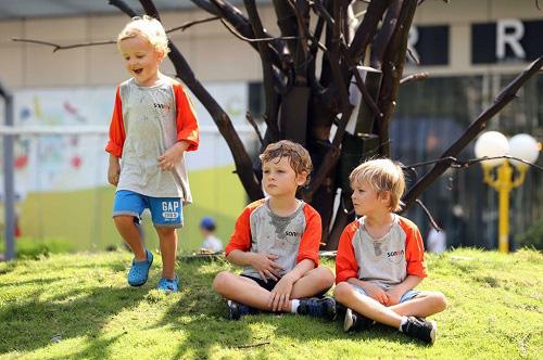Cách dạy con của quốc gia hạnh phúc nhất thế giới tạo ra những đứa trẻ biết đồng cảm và hạnh phúc - Ảnh 1.