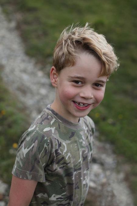 Hoàng tử George cười tươi trong ảnh sinh nhật 7 tuổi - Ảnh 3.
