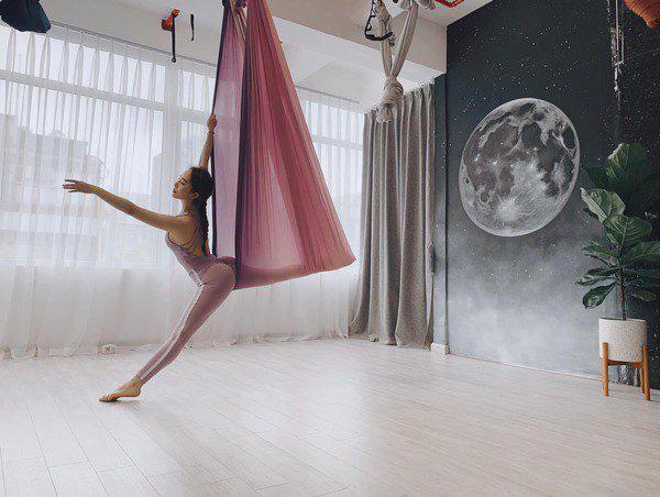 Khoe hình tập luyện trên không với body hoàn hảo từng centimet, Quỳnh Nga được khen đẹp như chị Hằng - Ảnh 5.